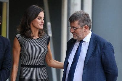 Casa Real en apuros: Doña Letizia sufre un grosero incidente en un acto por culpa de sus senos y un mirón