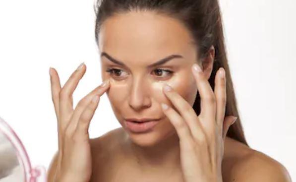 Corrector de ojeras: ¿antes o después del maquillaje?