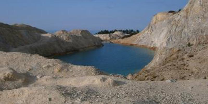 Quieren sellar el lago tóxico gallego que ha causado enfermedades en 'instagramers'