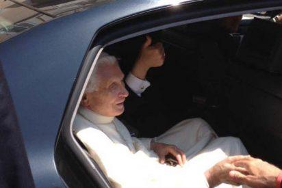 Benedicto XVI sale cuatro años después de su residencia en El Vaticano
