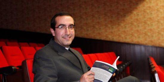 El mayor experto en sectas de España deja el sacerdocio 'por amor'