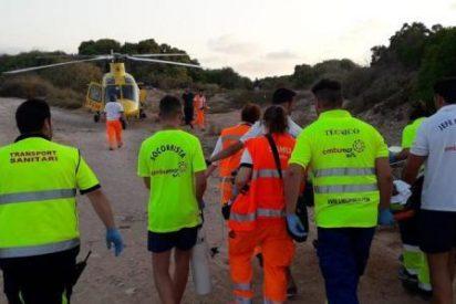 Brutal tragedia: dos jóvenes ingleses se hacen un 'selfie' en Alicante que les cuesta la vida