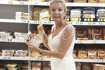 ¿Sabes por qué esta mujer británica usó su vestido de novia de 364 dólares durante todo un año?