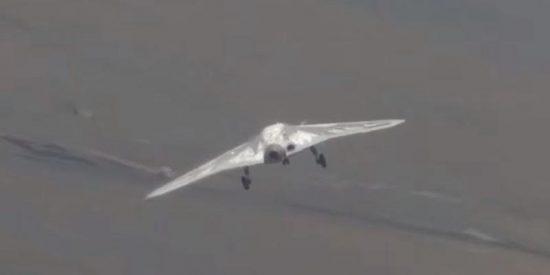El nuevo dron armado ruso Cazador realiza su primer vuelo acompañado por un avión de combate