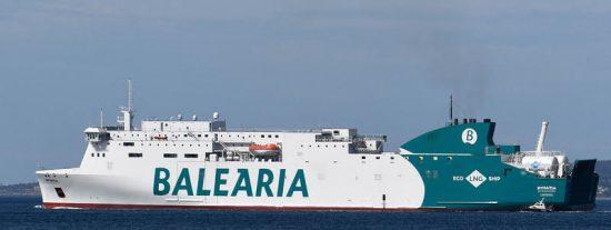 Un ferry procedente de Ibiza encalla en el puerto de Dénia provocando el terror entre sus 400 pasajeros
