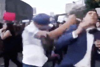 Propinan una 'masculina torta' a un reportero mientras cubre en directo una marcha contra la 'violencia machista'