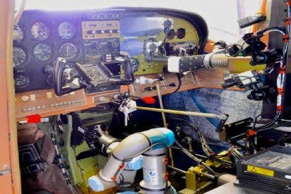 """El todopoderoso Ejército estadounidense ya cuenta con un """"piloto robótico universal"""""""