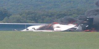 El ex piloto de NASCAR Dale Earnhardt Jr. y su esposa salvan milagrosamente sus vidas tras estrellarse su avión en Tennessee