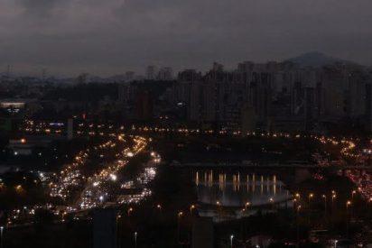 El terrorífico humo de los incendios forestales en la Amazonia convierte el día en noche en São Paulo