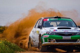La hábil maniobra de un piloto de 'rally' logra evitar el atropello de un espectador que cayó en su recorrido