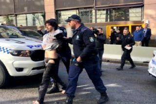 Al grito de 'Allahu akbar' un hombre acuchilla a varios transeúntes y mata a una mujer en Sídney