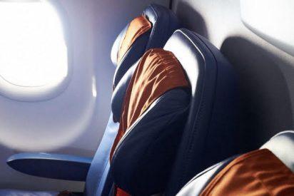 Un viajero descubre que es el único pasajero del avión cuando reprograman su vuelo