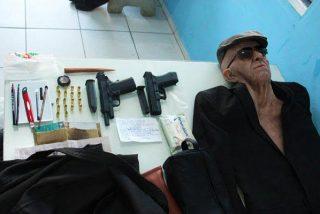 Un delincuente intenta robar un banco brasileño vestido con un espectacular disfraz de anciano