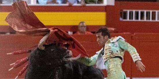 El Fandi corta tres orejas y sale por la Puerta Grande en la 'antitaurina' Palma de Mallorca