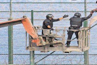 Todo es impostura en Sánchez: Ahora duda si entregar a Marruecos a los 155 del asalto a Ceuta, tras devolver a 8 en caliente
