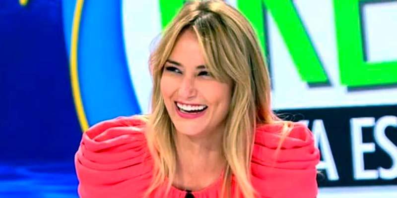 "Alba Carrillo posa como vino al mundo y se justifica con mucha guasa: ""Me olvidé el bikini"""