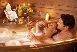 Aromaterapia: Cómo preparar un baño excitante para una noche de pasión