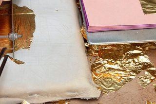 Crean estas láminas de oro un millón de veces más delgadas que una uña