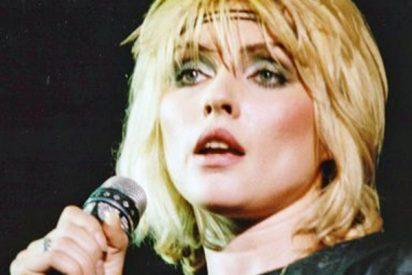 Debbie Harry, la cantante de Blondie, confiesa que fue violada a punta de cuchillo delante de su novio