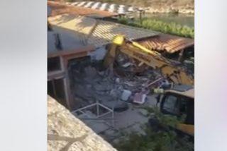 Así derriban el restaurante del albanés que atacó a dos turistas españoles