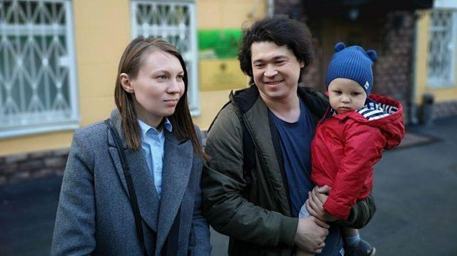 Esta pareja rusa puede perder la custodia de su hijo por llevarlo a una manifestación contra Putin