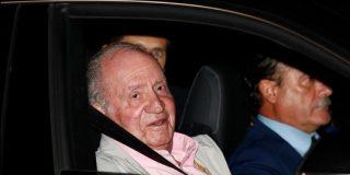 """El rey Juan Carlos ingresa en el hospital para su operación de corazón y todavía bromea: """"Me veréis a la salida"""""""