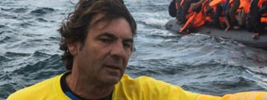 El dueño del Open Arms, Óscar Camps, salva inmigrantes pero abandona a sus empleados