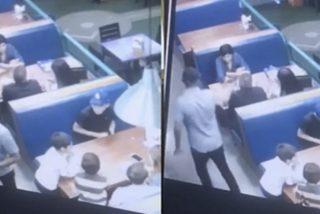 El momento del asesinato de un hombre mientras cenaba con su familia