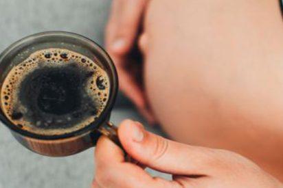 ¿Sabías que la cafeína durante el embarazo puede dañar el hígado del bebé?