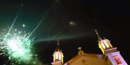 Banderas independentistas en la basílica de Santa María de Villafranca del Panadés