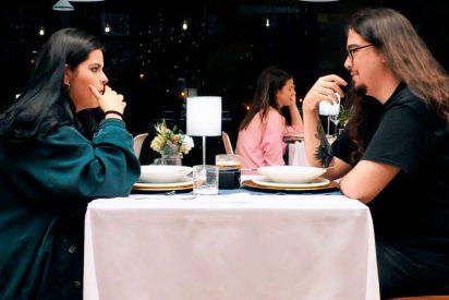 Claudia, la joven comensal de 'First Dates' que eructa que da auténtico miedo