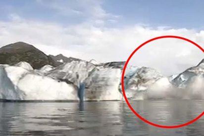 """Graban el momento en el que un glaciar colapsa a pocos metros de su kayak en Alaska: """"Estamos vivos de milagro"""""""