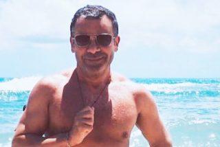 Jorge Javier Vázquez lo vuelve a hacer este año y posa desnudo al comienzo de sus vacaciones