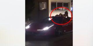 La Policía de Ibiza busca al conductor del Ferrari que llevaba a una mujer desnuda sobre el coche