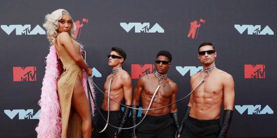 Los looks más extravagantes de los MTV VMA 2019: brilli-brilli, superhéroes y serpientes