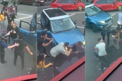 Tráfico: Aplastada contra un coche durante una pelea con otro conductor