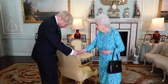 Boris Johnson toma las riendas y quiere cerrar el Parlamento para evitar que frene un Brexit 'duro'