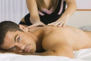 Así se hace un masaje tántrico para hombres