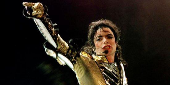 Michael Jackson estaba más calvo que una pelota y tenía tatuajes