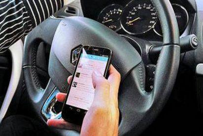 Conducir mirando el móvil dispara el número de atropellos