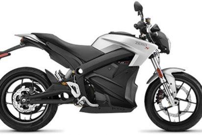 Lo van a poner de patitas en la calle por cargar la moto eléctrica en la oficina