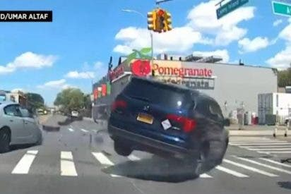 Vídeo: terribles imágenes virales del ciclista español aplastado por un monovolumen en New York