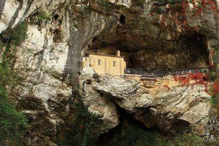 Niño de 3 años muere al caer desde seis metros en Covadonga