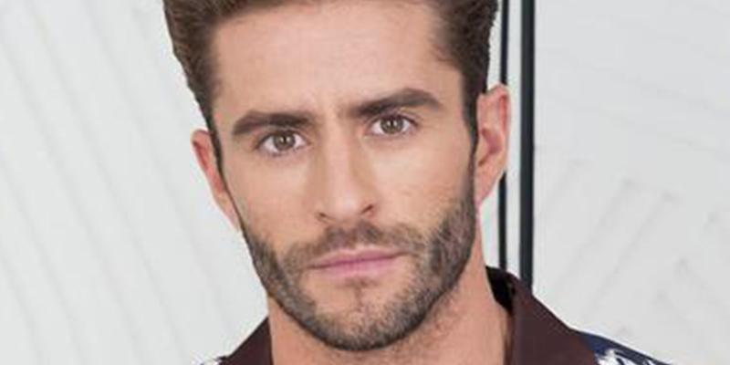 Pelayo Díaz, ex presentador de Telecinco y su novio, pillados en pleno y ardiente 'filete'