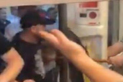 Brutal pelea masiva entre hinchas del City y el Liverpool en el metro de Londres
