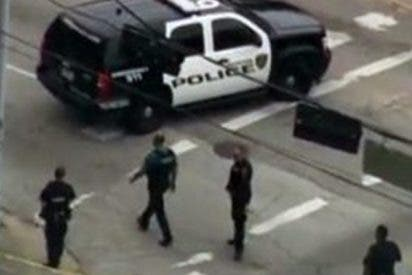 Policía de Texas dispara a un perro que le atacaba y mata accidentalmente a una mujer