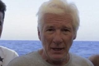 Richard Gere sorprende subiéndose al barco de Open Arms para llevar víveres a los inmigrantes atrapados