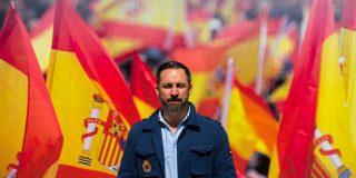 VOX reune 20.000 personas en la Plaza de Colón e iza una bandera de España del tamaño de una piscina olímpica