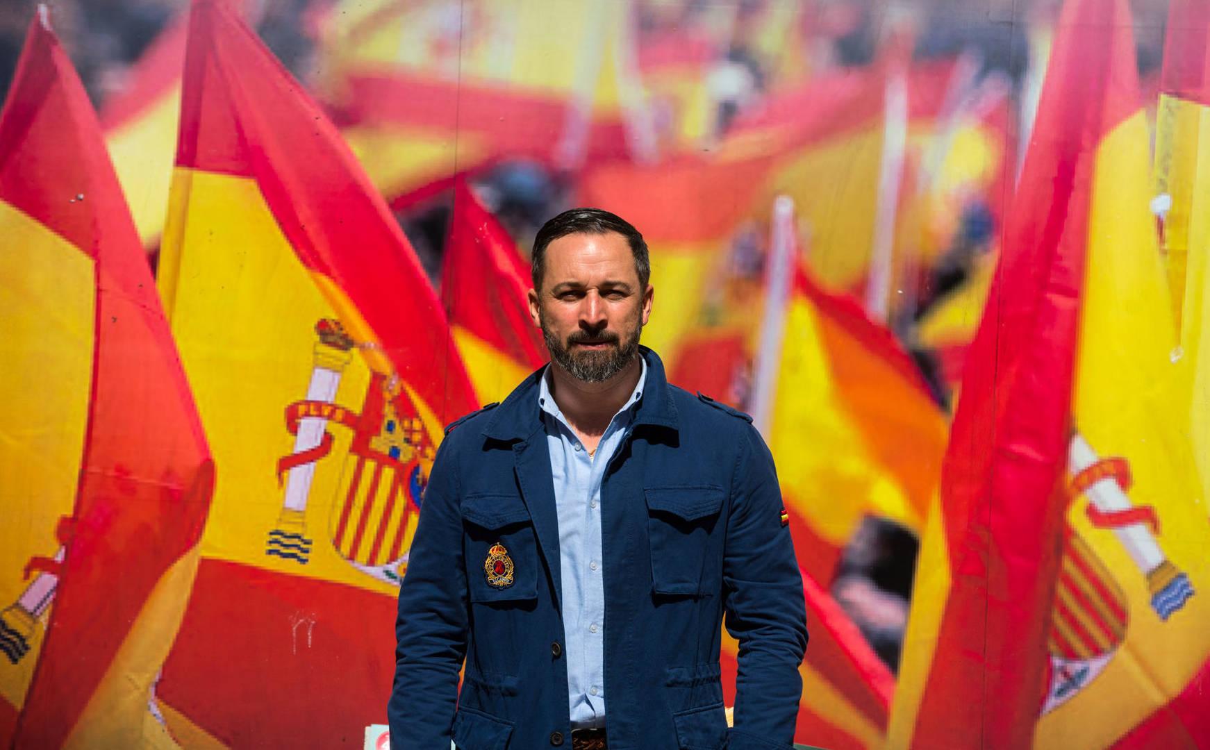 Siniestro hackeo a VOX: Banderas de España ardiendo y amenazas de muerte a Santi Abascal
