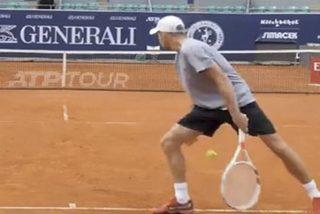 ¿Es legal o no en el tenis la invención de este nuevo saque por debajo de las piernas?
